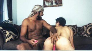 Deux couples se chauffent à distance sur Zoom (avec Jafar)