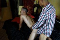 Minet se fait casser le cul par un hétéro marocain