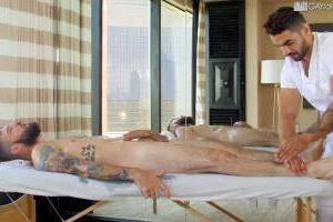 Masseur arabe donne un massage torride à son client