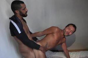 Baiseur Marocain féconde algérien au cul serré : Tahar vs CashTeub