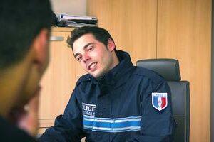Jeune rebeu baise un policier