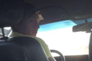Un chauffeur Uber lui branle la bite