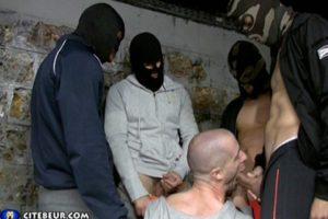 Gang Bang dans les caves de la cité avec un batard