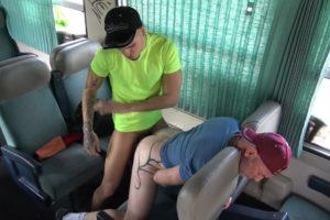 Plan cul bareback avec un lascars hétéro dans le train