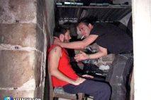 Dominé et abusé par un algérien dans la cave