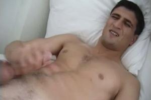 Rebeu hétéro se masturbe