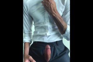 Zaid se pignolle et largue une «abondance» de sperme